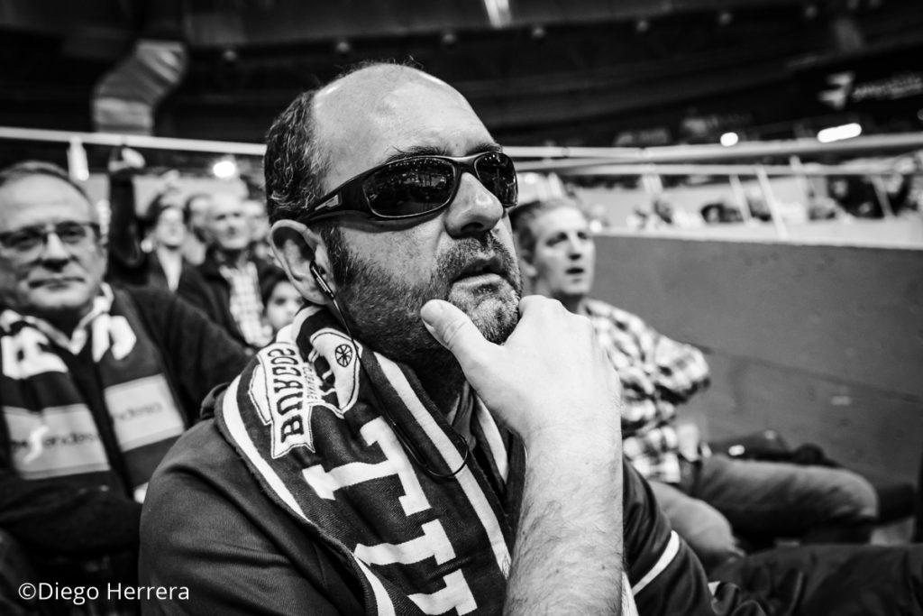 Roberto mira con cierta tensión e incertidumbre / Diego Herrera